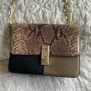 GILI Chain Strap purse
